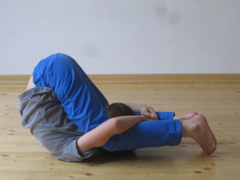 Kinder im Yogaunterricht